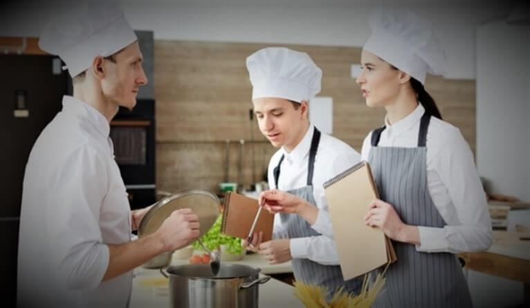 Commis chef có nghĩa là gì