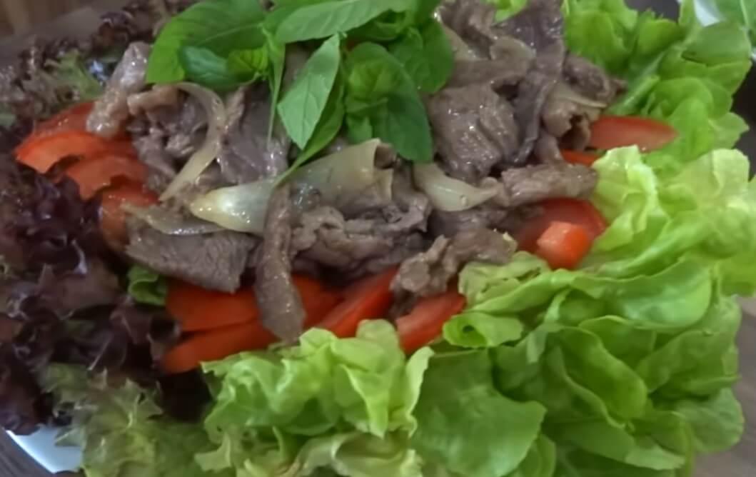 Thịt bò xào với hành tây thơm ngon
